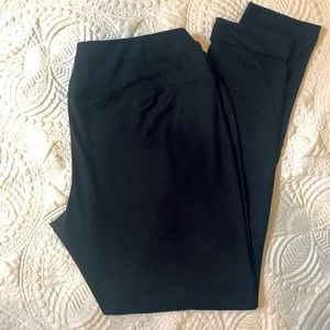BLACK Cato Brand Leggings